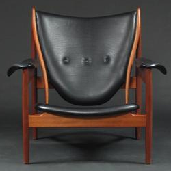 Black-leather-Chieftain Chair_front