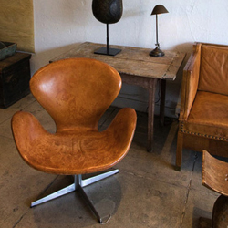 Vintage tan leather Swan chair by Arne Jacobsen for Fritz Hansen